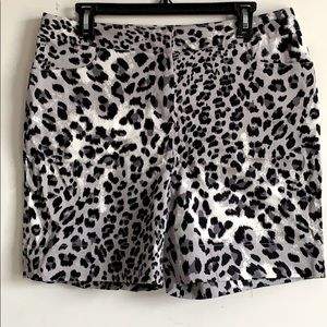 NWT Ellen Tracy Shorts animal print size 10